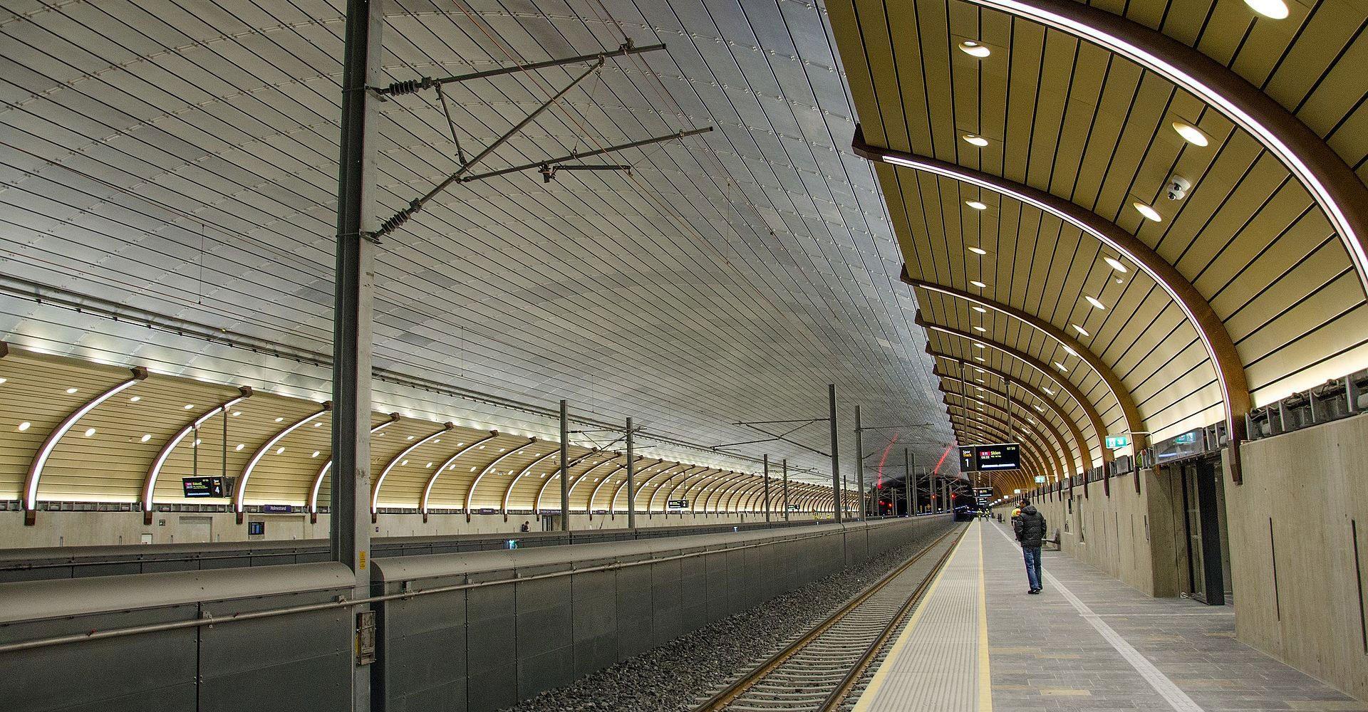 Innvendig på togstasjonen i Holmestrand. Foto.