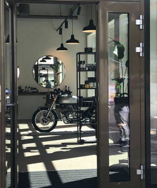 Motorsykkel i utstilling. Foto.