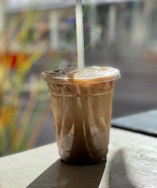 Iskaffe på cafe. Foto.